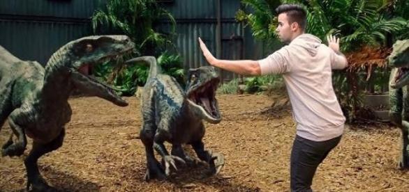 Chris Pratt versucht die Dinosaurier zu beruhigen
