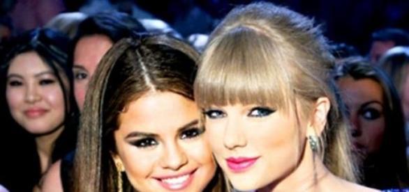Selena e Taylor são clicadas juntas