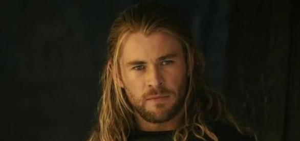 Chris Hemsworth will play the receptionist