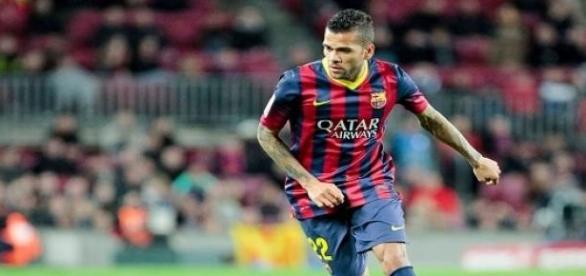 Dani Alves seguirá jugando en el Camp Nou