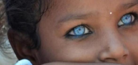 Imagini pentru cei mai albaştri ochi din lume