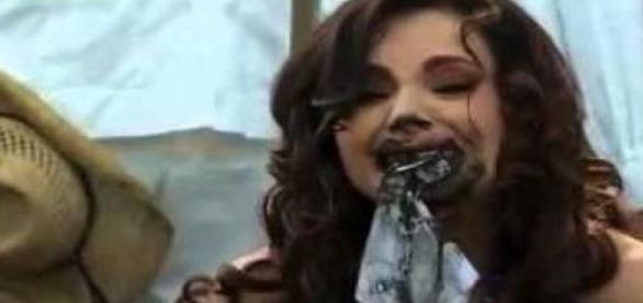 Lúcia pegou as promissórias da lama com a boca