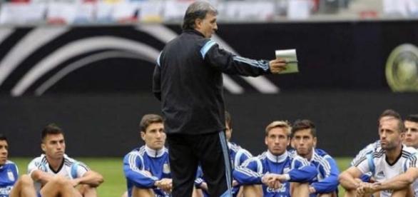 Martino mete mano en Argentina