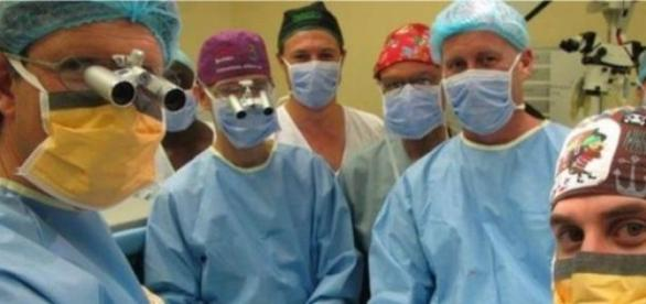 Equipe de cirurgiões sul-africanos