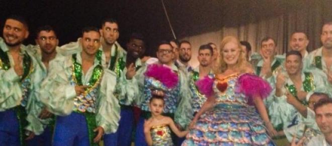 <p>Teresa Guilherme e marchantes do Alto do Pinana primeira fase do concurso no MEO Arena.</p>
