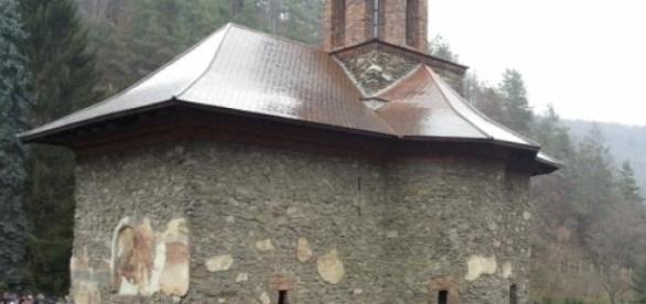 Mânăstirea Prislop este loc de pelerinaj românesc