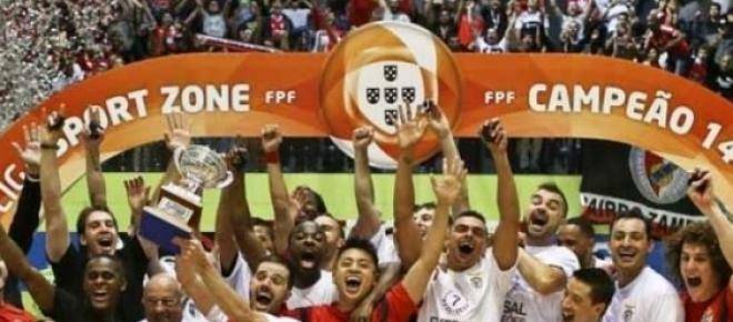 Benfica a festejar o título de campeão de futsal