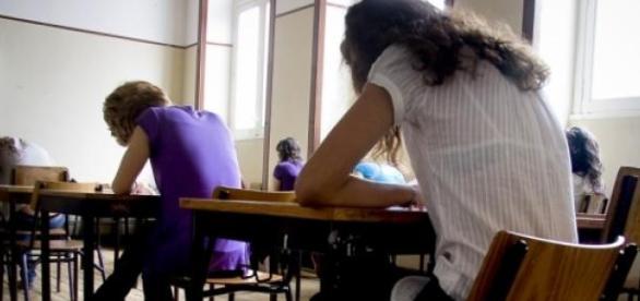 Começa hoje a época dos exames em várias escolas