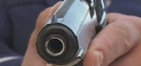 Doi polițiști tineri găsiți împușcați