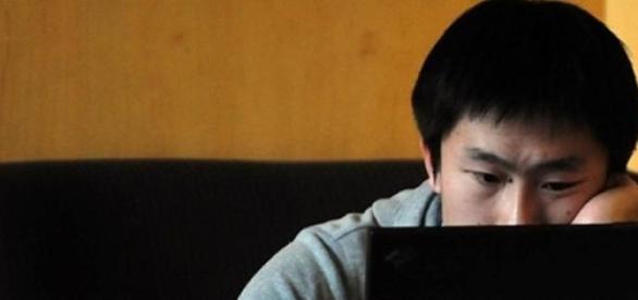 Vício em internet pode ser sintoma de depressão