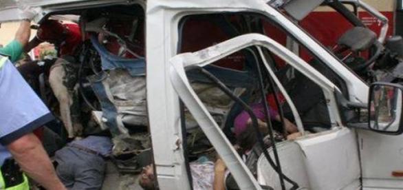 Accident rutier din cauza unui telefon mobil