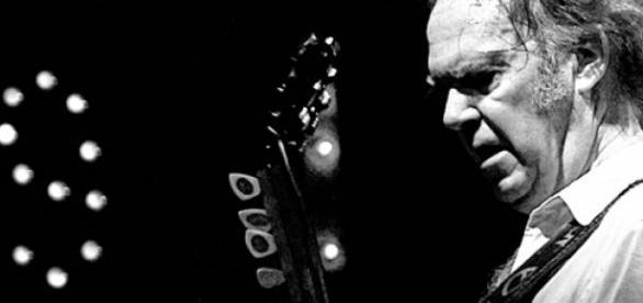 Neil Young rechaza el uso político de su música