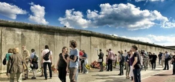 O muro terá 4 metros de altura e 157 quilómetros