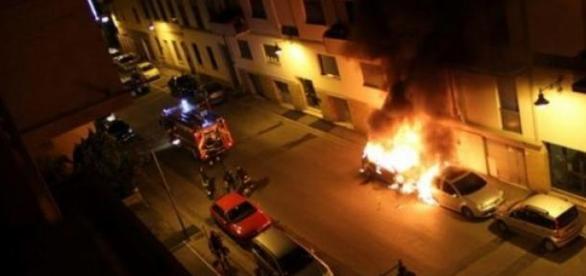 Piroman la Roma a incendiat 23 de masini