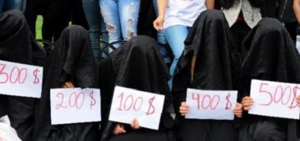 Teroriştii ISIS le supun pe femei la prostituţie