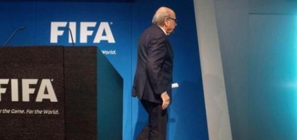 Blatter renunció a la presidencia de FIFA