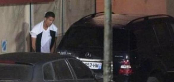 """Cristiano Ronaldo """"se décompresse"""" à Saint-Tropez."""