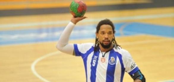 Gilberto Duarte continua de azul-e-branco