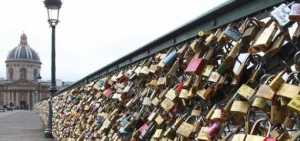 "Paris is going to remove the ""love locks"""