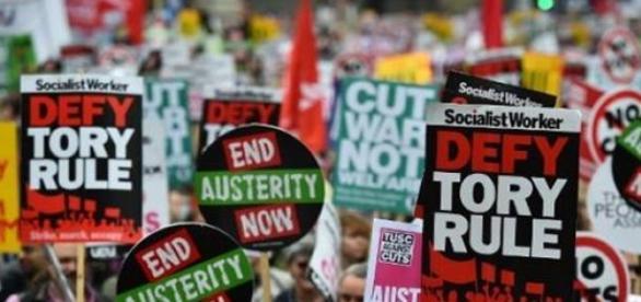 Aumentam as manifestações contra austeridade civil