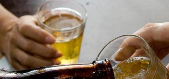 Cientistas questionam a cerveja como droga lícita