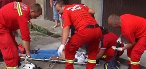 O fetiță de nouă ani s-a aruncat  de la etaj