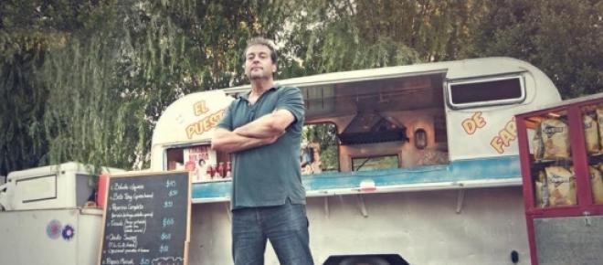 Fabio Alberti delante de su primer 'foodtruck'