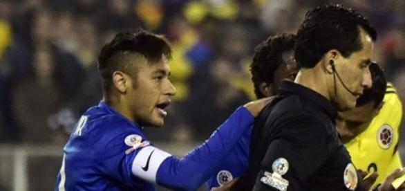 Neymar esteve muito irritado diante da Colômbia