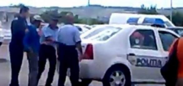 Bărbat băgat în portbagaj de către polițiști