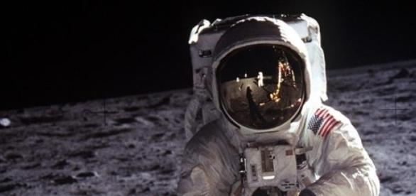 Neil Armstrong pisando la Luna por primera vez
