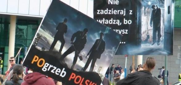 Protest partii KORWiN i Ruchu Narodowego.