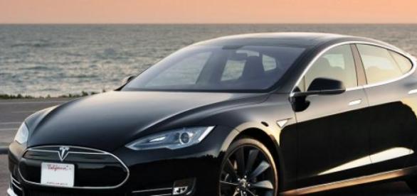 """Tesla Model """"S"""" en imagen de archivo."""