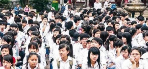 Jovens estudantes na cidade de Hanói, no Vietnã
