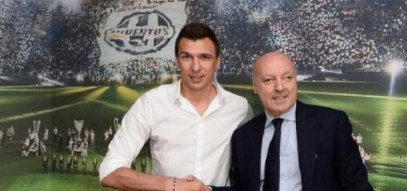 Mandzukic llegó a Italia y arregló su contrato