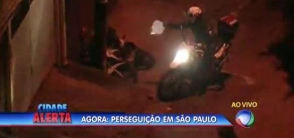 Marcelo Rezende mostra tiros ao vivo.