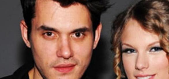 O casal de cantores namorou em 2010.