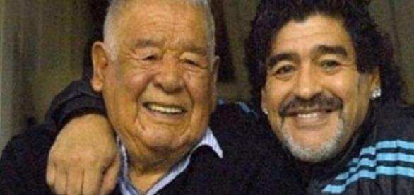 Maradona junto a Don Diego