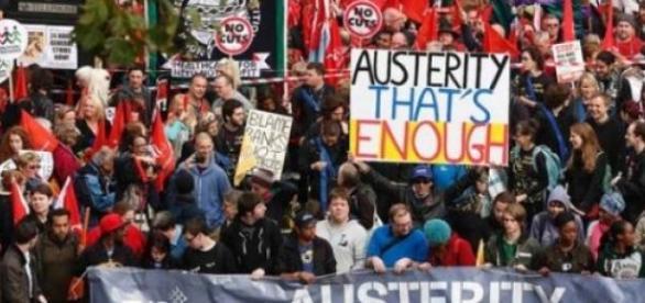 Românii ameninţaţi de spectrul austeritătii