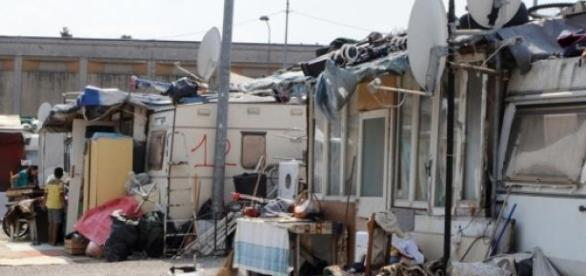 Tabără de romi dezafectatată lângă Roma