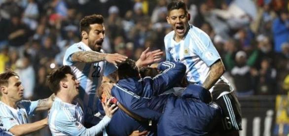 Argentina sufrió pero se metió en semifinales