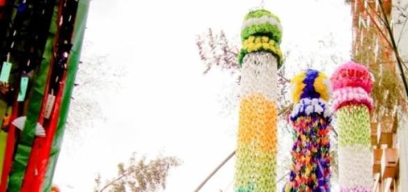 Fesejando el Tanabata con bambú y adornos de papel