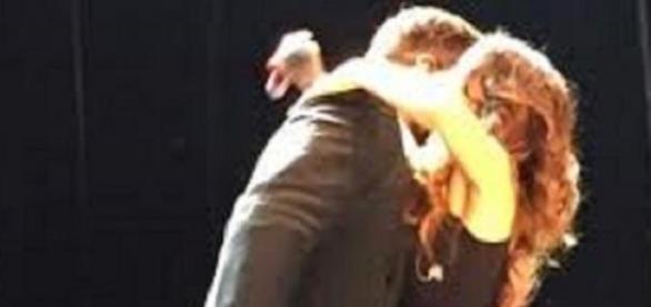 Lali Espócito y Ricky Martin al finalizar el tema