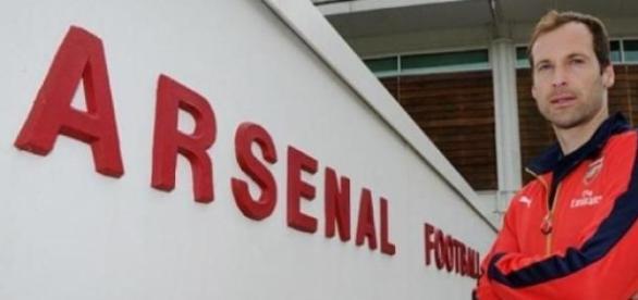 Cech cambió al Chelsea por el Arsenal