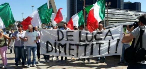I 5 Stelle contro De Luca e Renzi