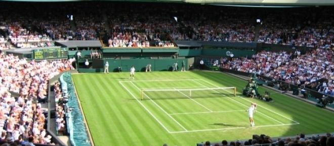 Wimbledon 2015 ruszył 29.06. Na kortach tenisowych w Londynie pierwszego dnia turnieju wystąpią zawodnicy z Polski - m.in. Jerzy Janowicz oraz Urszula Radwańska. Transmisje Wimbledonu 2015 dostępne będą online i w telewizji.