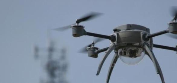 Dronă de supraveghere multifuncţională