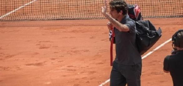 Federer waves goodbye to this year's French Open