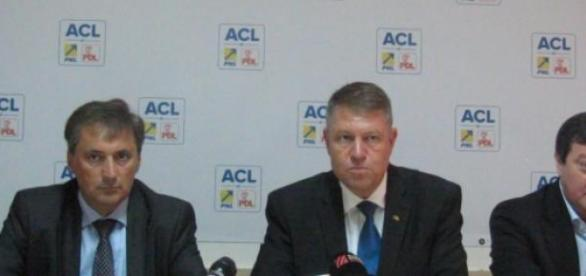 Iohannis, alături de M. Vela si S. Frunzăverde