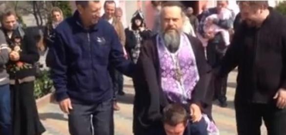 tanar calarit de un preot ortodox rus