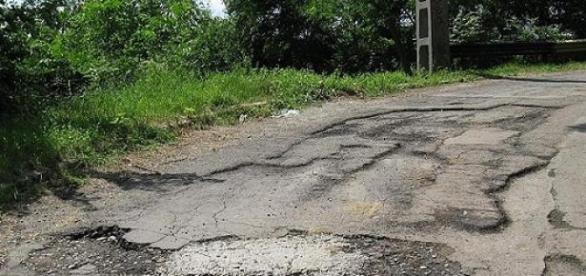 Așa arată majoritatea drumurilor din România